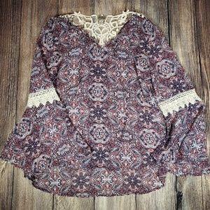 Como Vintage paisley lace accent medium top